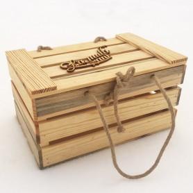 Cos din lemn pentru cadou, vopsit cu ulei de in